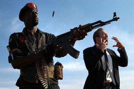 """O lendário AK-47 já protagonizou muitos filmes de Hollywood, como """"O Senhor das Armas"""" (2005) Fonte: Kinopoisk.ru"""
