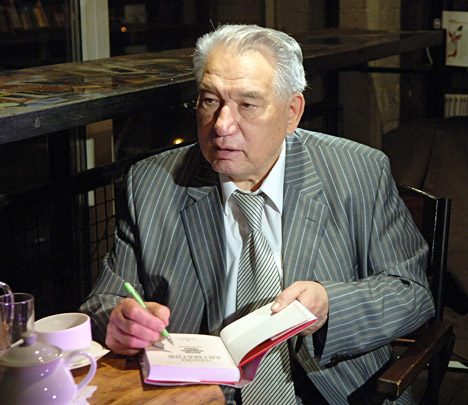 Coming from rural Kyrgyzstan, Aimatov brought to Russian literature the immensity of the steppes where a human being is only a small part of nature. Source: ITAR-TASS