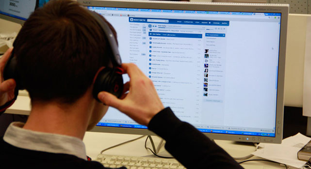 Layanan musik dan video gratis sangat populer di VKontakte. Sumber: RBTH