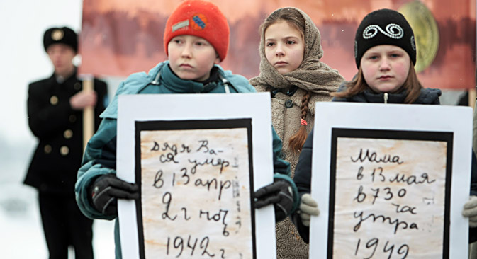 "Young participants of Blockade Bread of Leningrad rally holding posters with pages from the diary of ""blockade"" girl Tanya Savicheva. The rally was held at the Piskarevskoye Memorial Cemetery in St. Petersburg. Source: Vadim Zhernov / RIA Novosti"