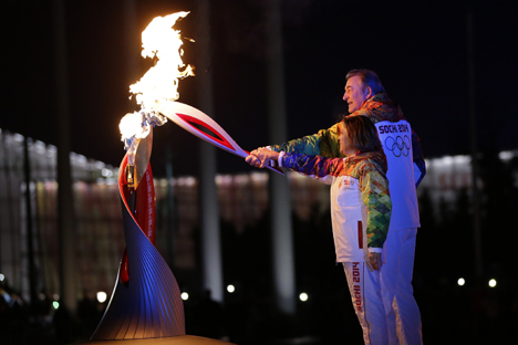 Torch-bearers Vladislav Tretyak, president of the Russian Ice Hockey Federation, and Irina Rodnina, State Duma deputy and three-time Olympic figure skating champion, light the Olympic cauldron on Medal Square during the opening ceremony of the XXII Olympic Winter Games in Sochi. Source: RIA Novosti