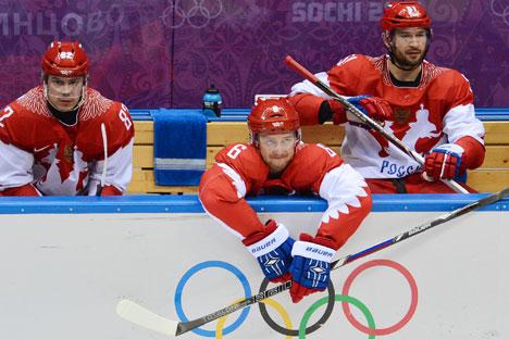 Talvez a decepção do dia tenha sido a dos torcedores russos de hóquei, com a derrota do time russo contra a Finlândia por 3 a 1 Foto: RIA Novosti
