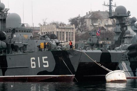 Militares russos negaram qualquer ligação dos exercícios militares súbitos, que começaram na véspera aos acontecimentos na Ucrânia Foto: Reuters