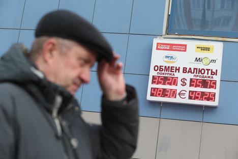 Queda foi estimulada pelo Banco Central para fazer com que valor do rublo seja formado pelas forças de mercado Foto: ITAR-TASS