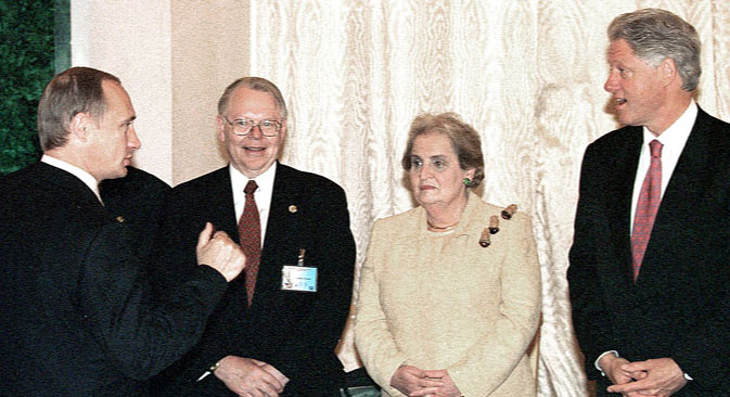 Russia-U.S. negotiations in Moscow, on June 4, 2000. Pictured (left-right): Russian President Vladimir Putin, U.S. ambassador James Collins,  U.S. Secretary of State Madeleine Albright and U.S. President Bill Clinton