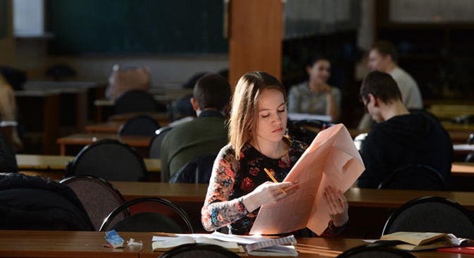 According to the new rules, foreign applicants must read texts in Russian at a speed of 80–100 words per minute. Source: RIA Novosti / Alexey Filippov