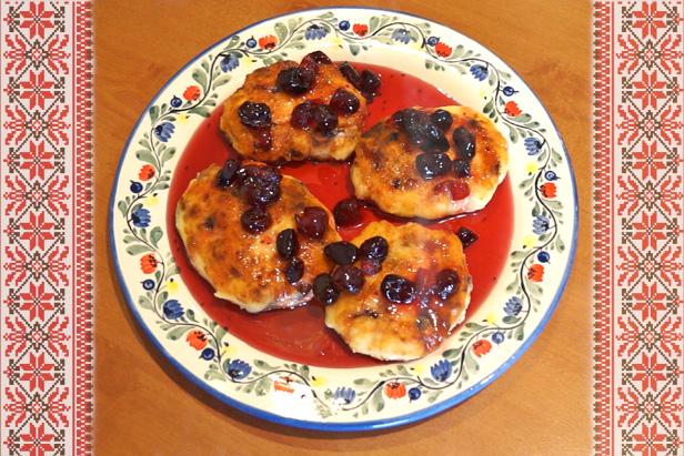 Syrniki, fried quark pancakes