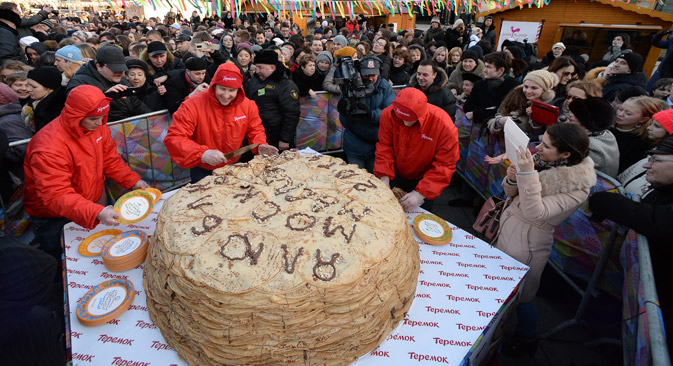 A large sculpture of blini baked by Teremok during Shrovetide celebration in Moscow. Source: Maksim Blinov / RIA Novosti