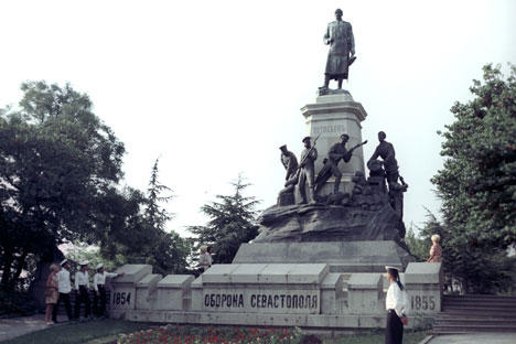 A monument to General Eduard Totleben (1818-1884) and defenders of Sevastopol in the Crimean War of 1854-1855. Unveiled on August 5, 1909. The picture was taken in 1972. Source: Elanchuk / RIA Novosti