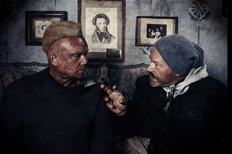Film director Fydor Bondarchuk (R) during the filming of 'Stalingrad'. Source: kinopoisk.ru