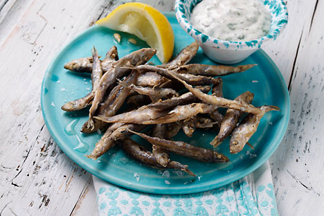 Baltic smelt is the best with lemon and bread. Source: Lori / Legion Media