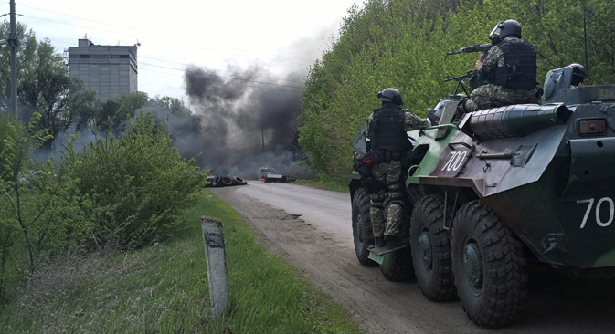 After several clashes in Slovyansk, five militiamen were killed and one police officer was wounded, before the attack was suspended. Source: AP