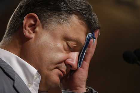 "Petro Poroshenko ""woke up in another country on Monday morning"", writes Russky Reporter. Source: Reuters"