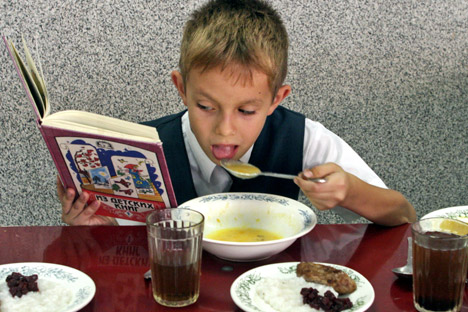 School menus offer a multitude of options: The calendar is composed of 14 days, and during this period no dishes are repeated. Source: ITAR-TASS