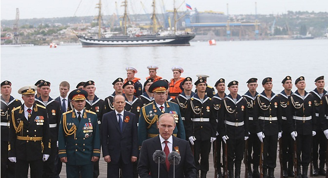 Putin paid homage to the generations of Sevastopol residents who had fought to defend the city at various times in the peninsula's history. Source: Konstantin Zavrazhin/RG