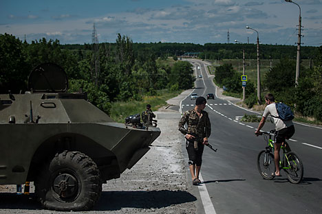 "According to Vedomosti Poroshenko intends to create a so-called ""humanitarian corridor"" for the civilian population to leave the war zone in the Donbass. Source: AP"