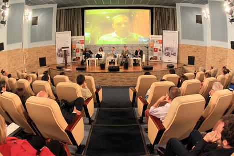 Representantes dos principais veículos impressos do mundo, incluindo a Folha de S.Paulo, se reuniram em Moscou nos dias 26 e 27 de junho Foto: Arkádi Kolibalov / RG