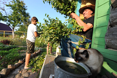 In summer, many Russian city dwellers escape to the dacha. Source: ITAR-TASS