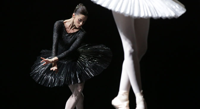A scene from Silhouette, a one act ballet production by the Scottish Ballet. Source: ITAR-TASS