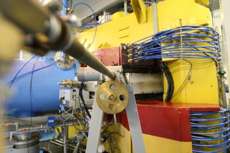Der IC-100 Teilchenbeschleuniger im Fljorow-Labor des Kernforschungszentrums in Dubna. Foto: RIA Novosti