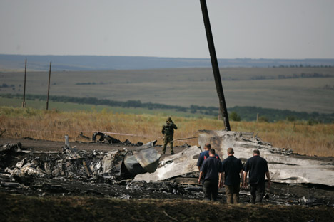Russian experts, according to the Vzglyad newspaper, insist that data from the Boeing recorders is not sufficient to provide a complete picture of the MH17 tragedy. Source: ITAR-TASS
