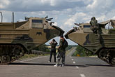 Press Digest: Kiev's encircling maneuver provokes conflicting reports