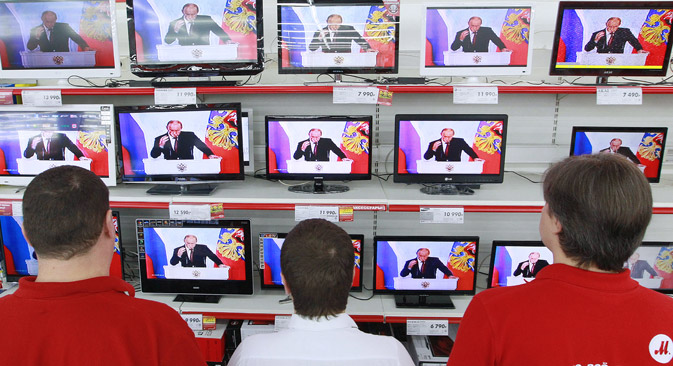 Many Russians rely principally on television as their news source. Source: RIA Novosti