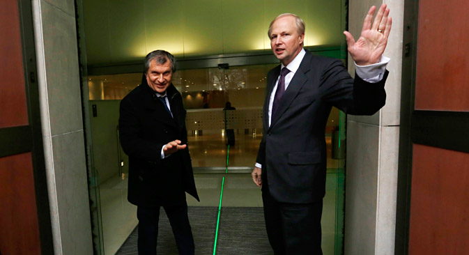 British Petroleum CEO Bob Dudley (R) and Rosneft CEO Igor Sechin. Source: Reuters