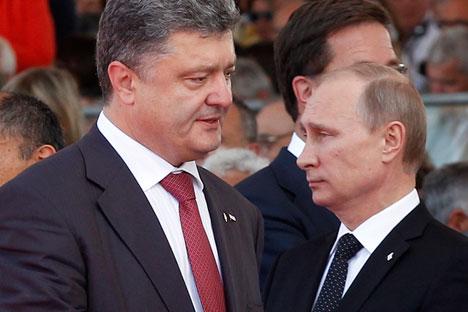 Russian President Vladimir Putin (right) and his Ukrainian counterpart Petro Poroshenko. Source: AP