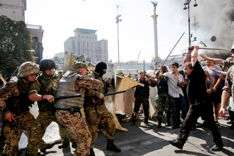 According to the newspaper Vzglyad, a new conflict has broken out between local authorities and protestors on the Maidan in Kiev. Source: Reuters