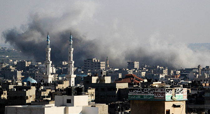 Smoke rise after an Israeli strike over Gaza City on Aug, 8, 2014. Source: Photoshot / Vostok Photo