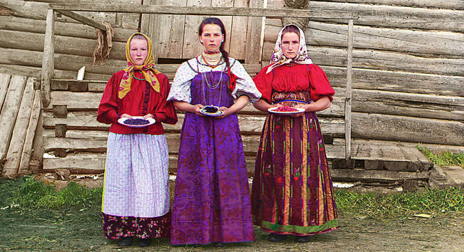 Peasant girls, 1909. Source: Sergey Prokudin-Gorsky
