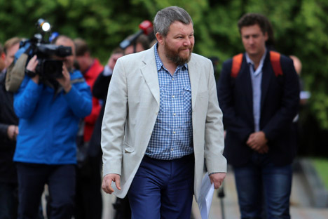 Pro-Russian rebel leader from eastern Ukraine Andrei Purgin arrives for the talks in Minsk, Belarus, Monday Sept. 1, 2014. A so-called contact group is meeting for talks in Minsk, the Belarusian capital, to reach an agreement on a cease-fire. Source: AP