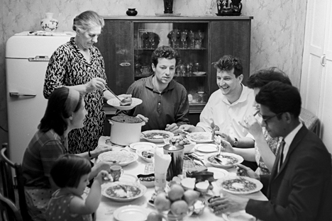 A family having dinner in Moscow, 1966. Source: Selimkhanov / RIA Novosti