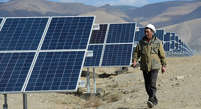 Solar panels at the Kosh-Agach solar power plant in the Republic of Altai, launched on September 4, 2014. Source: RIA Novosti