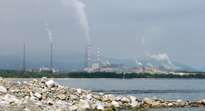 The major industrial polluter of Lake Baikal is the Baikalsk Paper and Pulp Mill. Source: ITAR-TASS