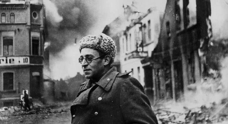 Vasily Grossman as a war correspondent in Germany, March 1945. Source: waralbum.ru