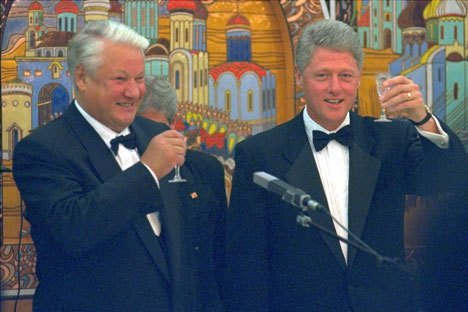 President Bill Clinton (right) and Russian President Boris Yeltsin toast during a dinner at the Russian Embassy in Washington, September 28, 1994. Source: AP