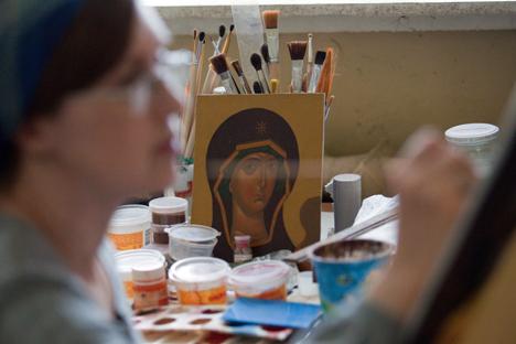 Os preços das obras de arte sacra começam a partir de 5 mil rublos (US$ 120) Foto: TASS