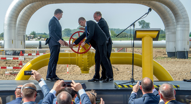 Slovakia's Prime Minister Robert Fico (left), his Ukrainian counterpart Arseniy Yatsenyuk (middle) and Klaus-Dieter Borchardt, head of EU Commision for Energy, open a symbolic valve of the new reverse pipline during the ceremony to launch the Vojany-Uzhgorod gas pipeline flow to Ukraine in Eastern Slovakia. Source: AFP / East News