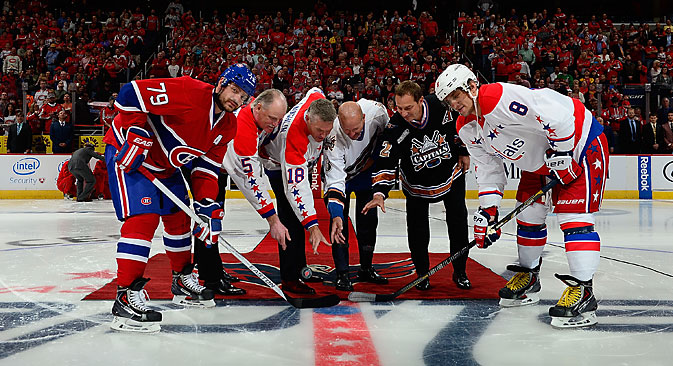 Andrei Markov (left-right) of the Montreal Canadiens, Rod Langway, Craig Laughlin, Sylvain Cote, Peter Bondra, and Alex Ovechkin of the Washington Capitals before the start of the Washingotn Capitals NHL season against the Montreal Canadiens on Oct. 9, 2014. Source: Getty Images / Fotobank