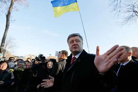 "Ukraine's President Petro Poroshenko speaks with people after wreath laying ceremony at the monument to the fallen Heroes of the ""Heavenly Sotnya"" (Hundred) in Kiev, Ukraine, Friday, Nov. 21, 2014. Source: AP"