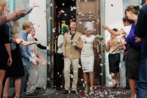 Número de homens que celebram o matrimônio entre 18 e 24 anos diminuiu três vezes entre 1980 e 2013 Foto: Aleksêi Kudenko/RIA Nóvosti