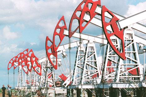 De acordo com a AIE, a demanda pelo produto crescerá de 90 milhões de barris por dia em 2013 até 104 milhões de barris por dia em 2040 Foto: Photoshot/Vostock-Photo