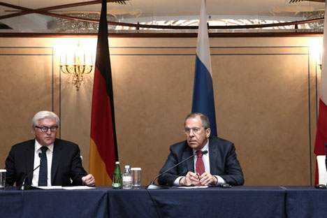 German Foreign Minister Frank-Walter Steinmeier (left) met his Russian counterpart Sergei Lavrov (right) for talks in Moscow on Nov. 18. Source: TASS