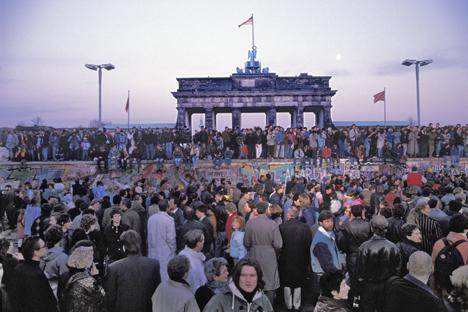"""""""Sugiro como resposta que encarreguemos o comitê de negócios estrangeiros de preparar uma declaração condenando a anexação da RDA pela RFA em 1989"""", disse Naríchkin Foto: Ullstein bild / Vostockphoto"""
