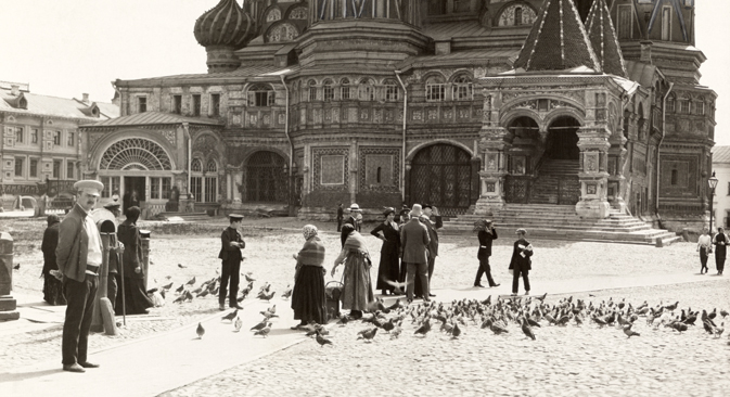 Red Square in 1914. Courtesy of Gilbert H. Grosvenor and the National Geographic Society