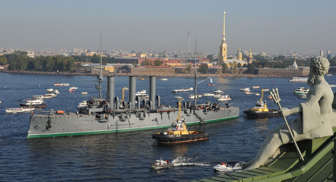 Ships tow the Russian cruiser Aurora to a dock in Kronshtadt. The vessel leaves its station for the first time in 27 years. Source: ITAR-TASS / Yuri Belinsky