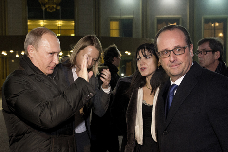 Vladimir Putin and Francois Hollande at Moscow's Vnukovo airport on Dec. 6. Source: Reuters