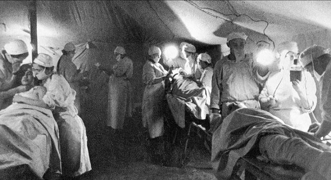 Performing surgery at the field hospital, 1942. Source: RIA Novosti